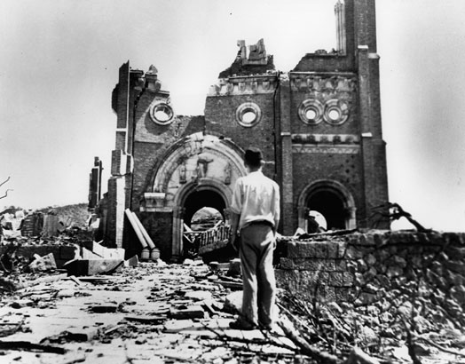 Nagasaki po svržení plutoniové bomby &;fat man&; (tlouštík)